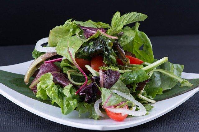 různodruhový zeleninový salát